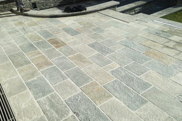 Pavimenti esterni pietra di luserna una fonte di for Sito web di progettazione di pavimenti