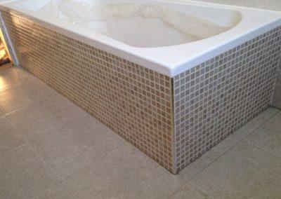 bagno-BELMOTILES-DOLMEN-con-vasca-in-mosaico