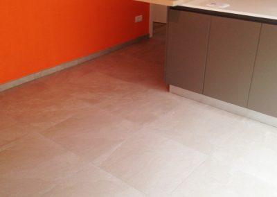 pavimento-cucina-in-gres-porcellanato-60x60-(2)