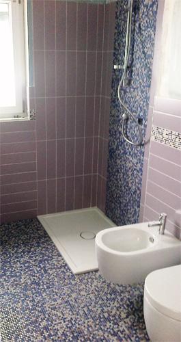 pavmento-in-mosaico-1x1-e-rivestimento-10x40-con-particolari-in-mosaico