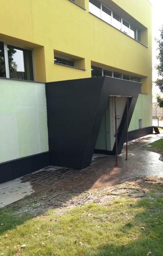 rivestimento-in-marmo-nero-ingresso-uffici-milano