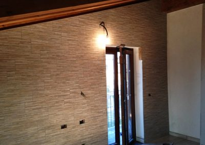rivestimento parete mansarda BELMONTILES in gres porcellanato effetto pietra