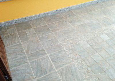 terrazzo-in-gres-porcellanato-in-30x30-e-15x15-con-particolare-in-paladiana